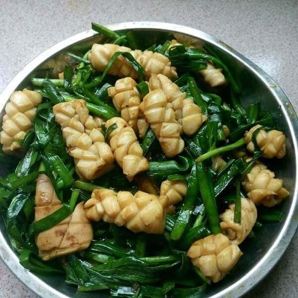 韭菜炒鱿鱼圈