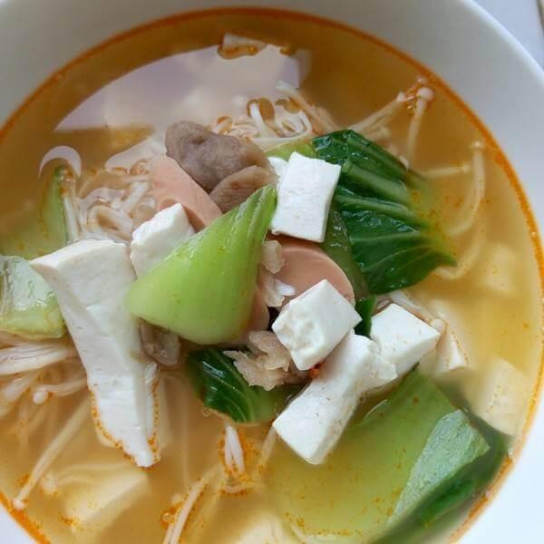火腿金针豆腐汤