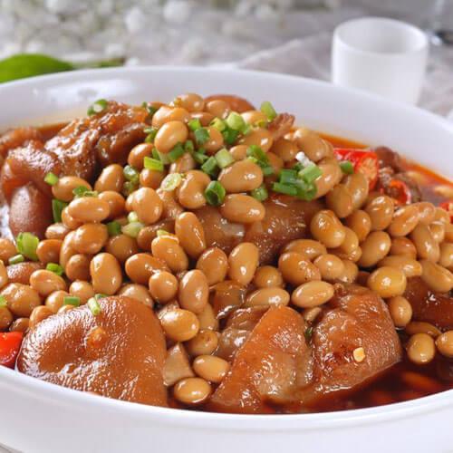 黄豆花生米枸杞炖猪蹄