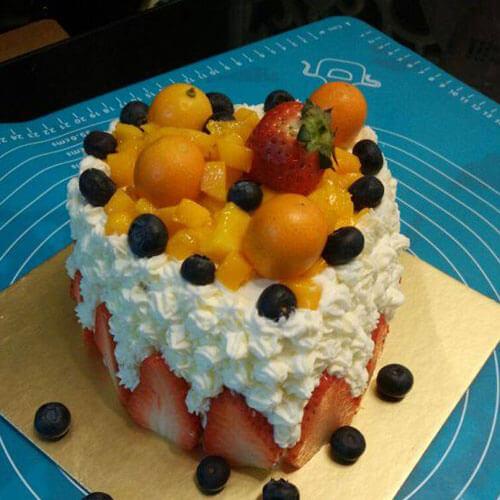 多层水果奶油装饰蛋糕