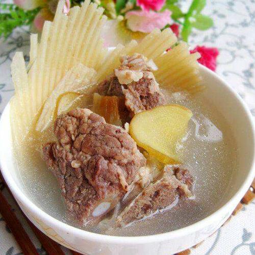 营养的鱼翅煲猪骨汤