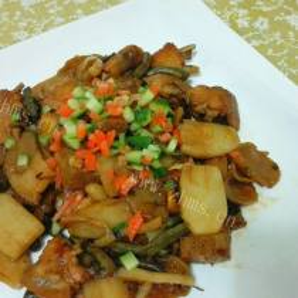 彩烩豆角胡萝卜蘑菇丁