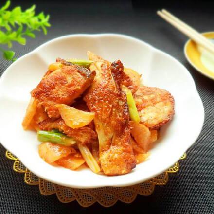 酸萝卜炒鱼骨