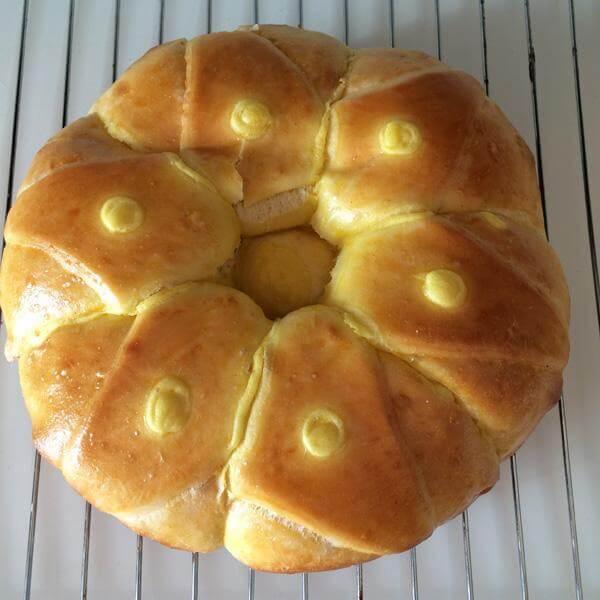 花冠菠萝面包