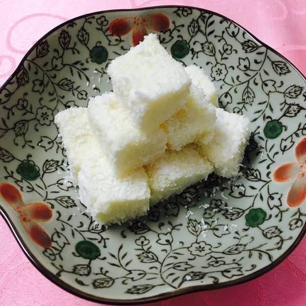 牛奶椰丝小方糕
