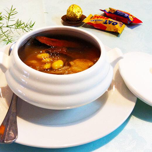 【美味可口】土茯苓扁豆大骨汤