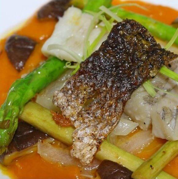 美味的沙姜酱油蒸海鲈