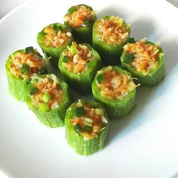 营养的酿黄瓜配蒸丝瓜