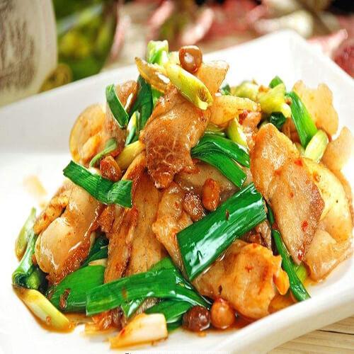 家常青红椒炒回锅肉
