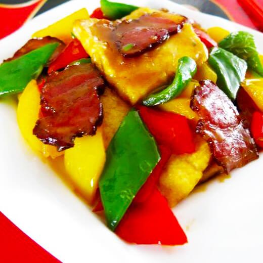 腊肉彩椒煎豆腐