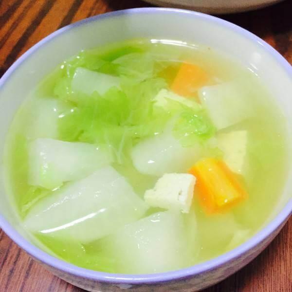 白萝卜炖豆腐小砂锅