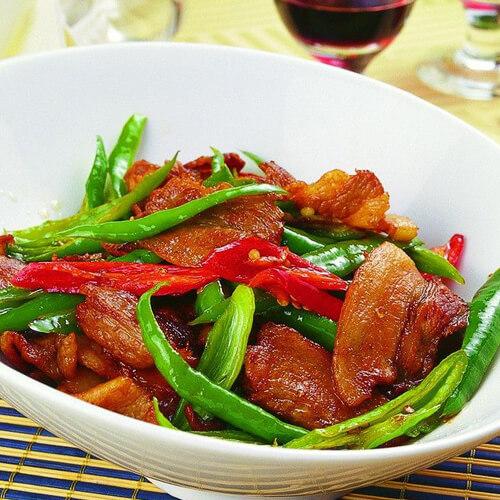 农家青椒炒肉片
