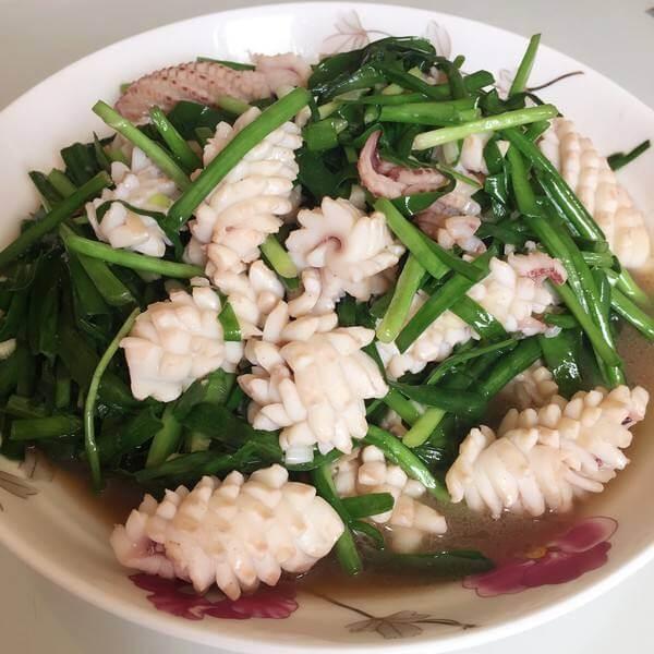 韭菜苔炒鱿鱼