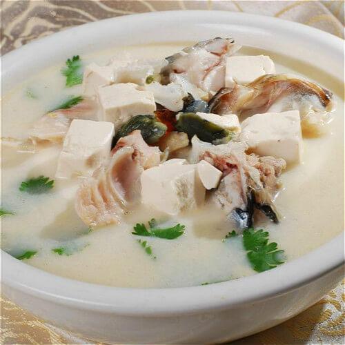 豆腐金针菇鱼头汤