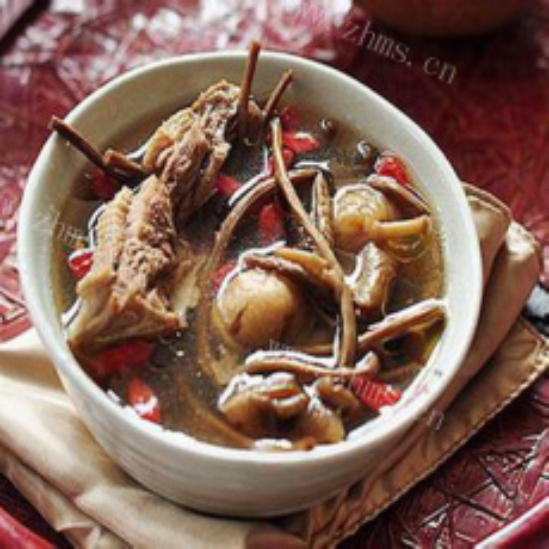 美味茶树菇番鸭汤
