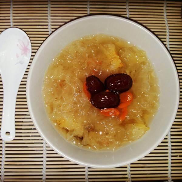 雪耳桂圆红枣汤