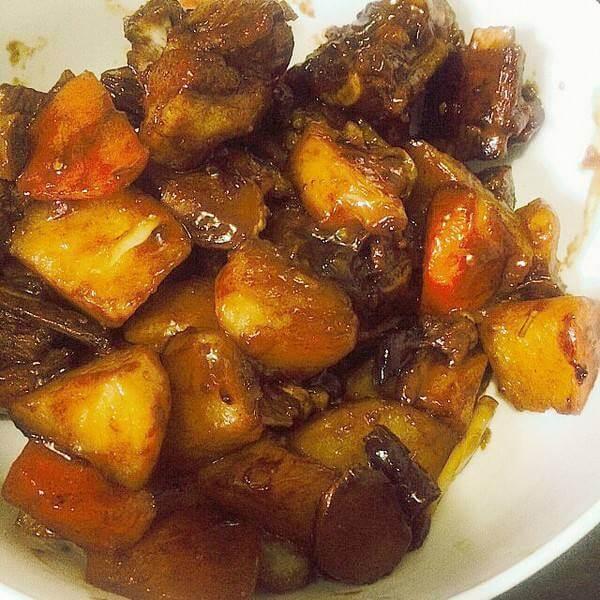 土豆焖羊排