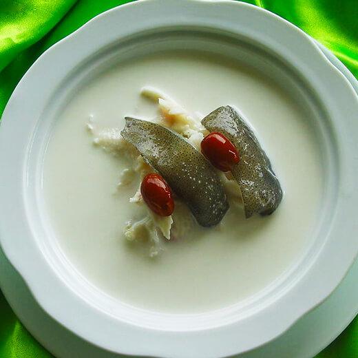 健康芹菜鲜鱼汤