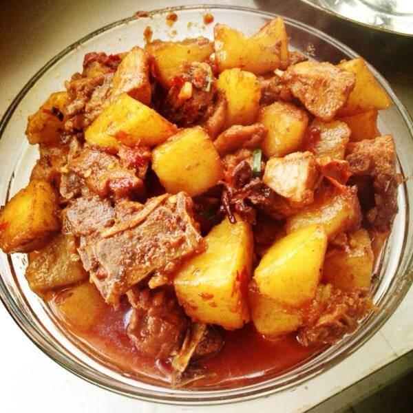 川味鸭腿炖土豆