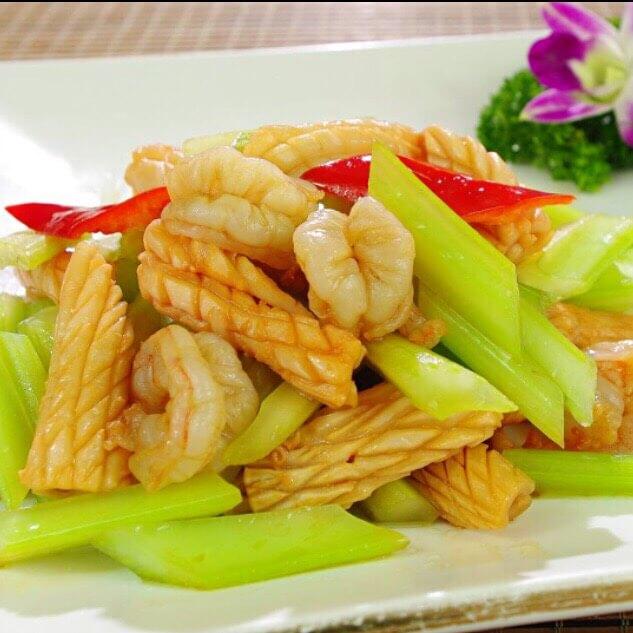 鲜鱿鱼炒芹菜