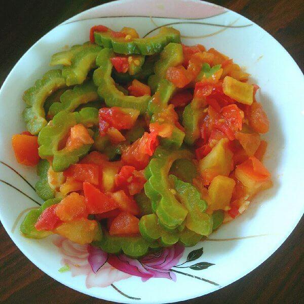 营养的西红柿苦瓜