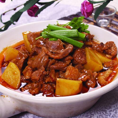健康的猪排炖土豆