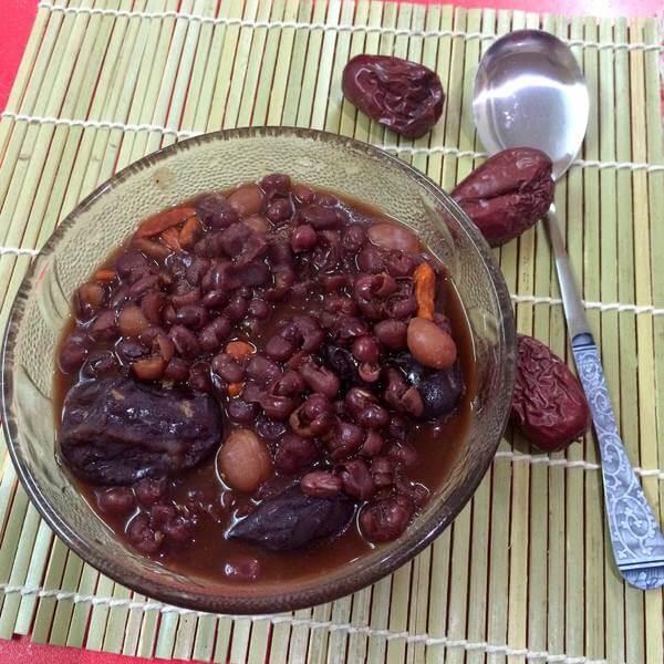 简易的紫米葡萄粥