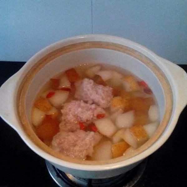墨鱼肉饼汤