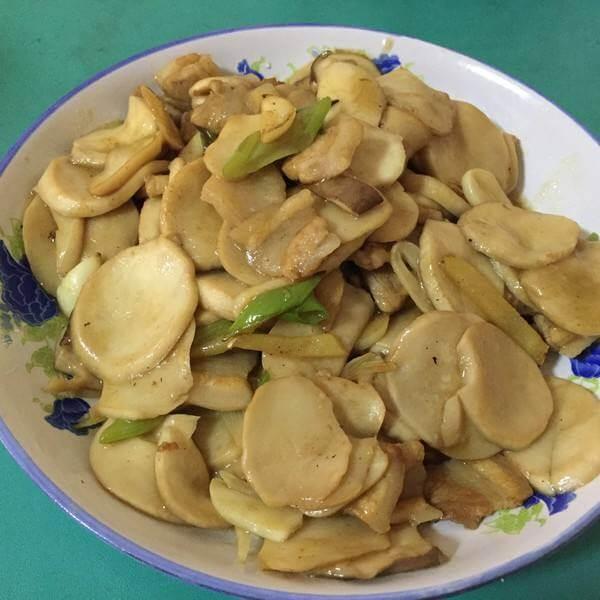 腌制肉炒杏鲍菇