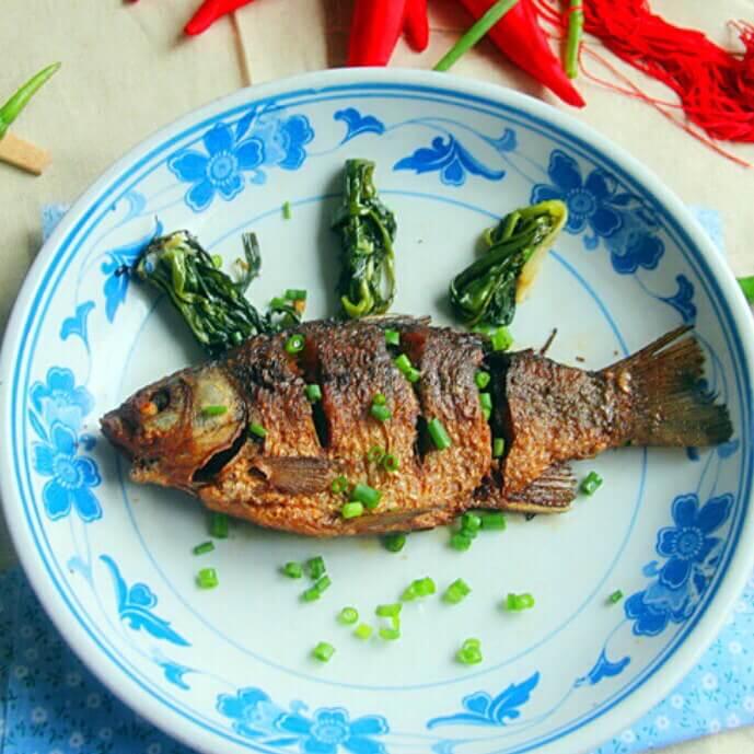 小葱烤鲫鱼