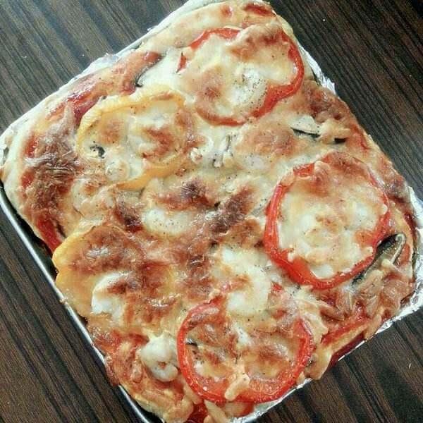 简单的鲜虾鱿鱼披萨