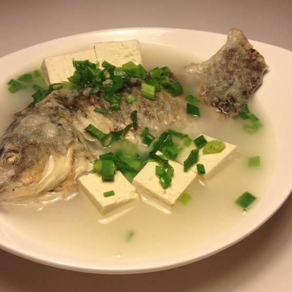 姜末鲫鱼汤