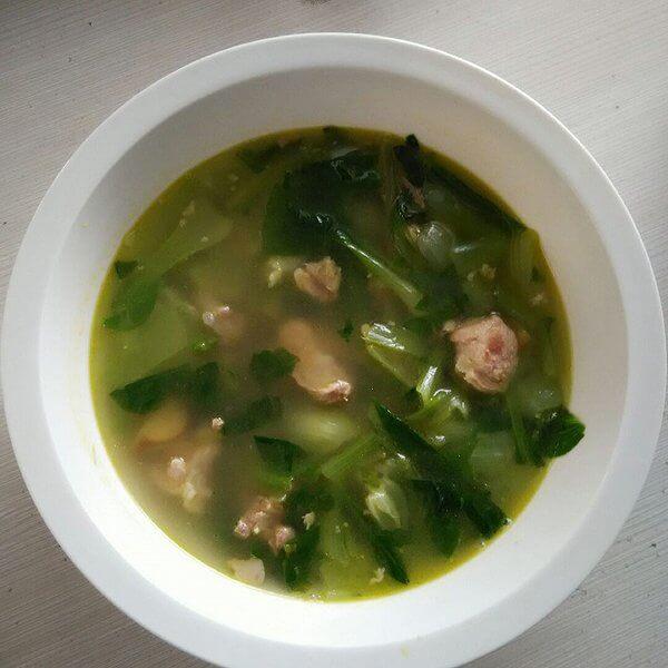 鲜香青菜腊鸡腿排骨汤