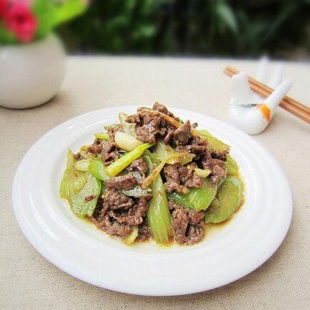 辛香味浓的香菇西芹炒牛肉