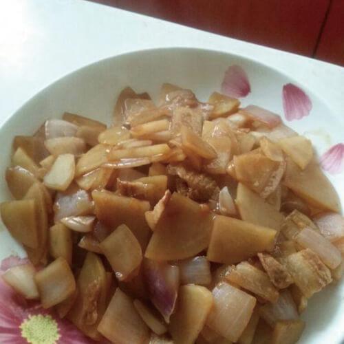 家常土豆洋葱炒肉片