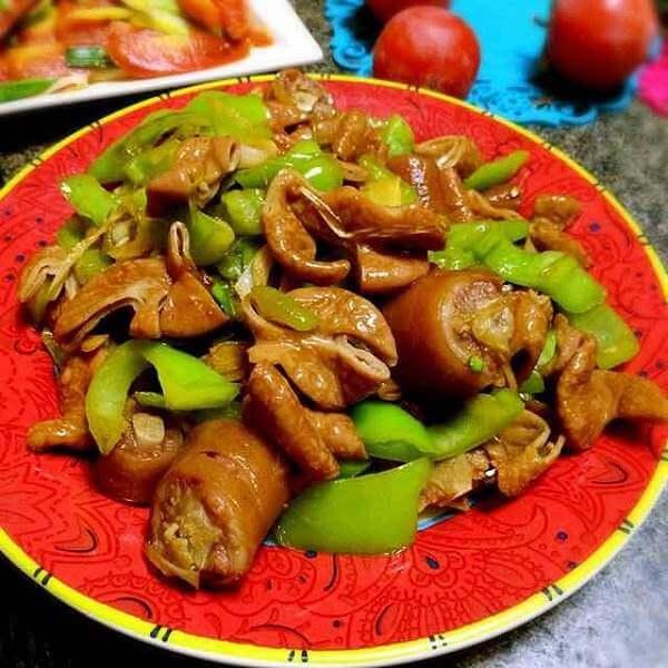 青椒干子炒肥肠
