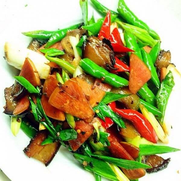 腊肉炒红椒