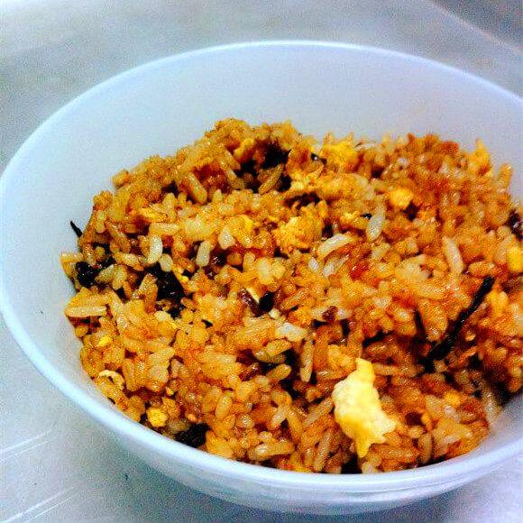 家常的紫菜葱油蛋炒饭