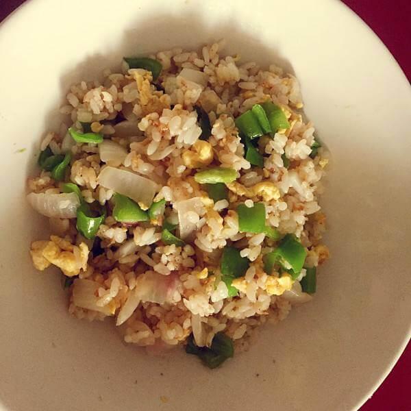 洋葱腊肠紫米饭