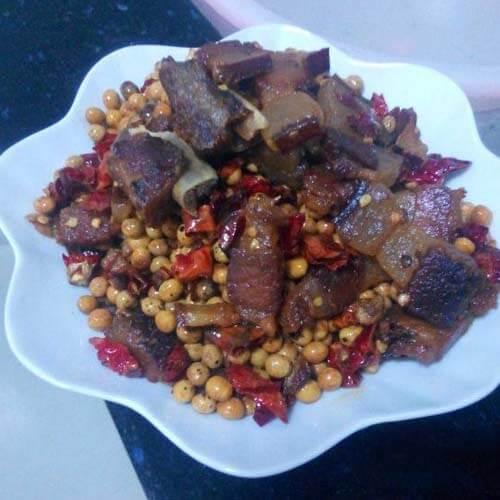 腊肉炒黄豆