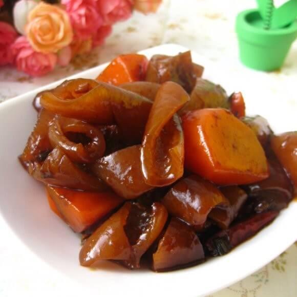 西红柿土豆烧猪皮