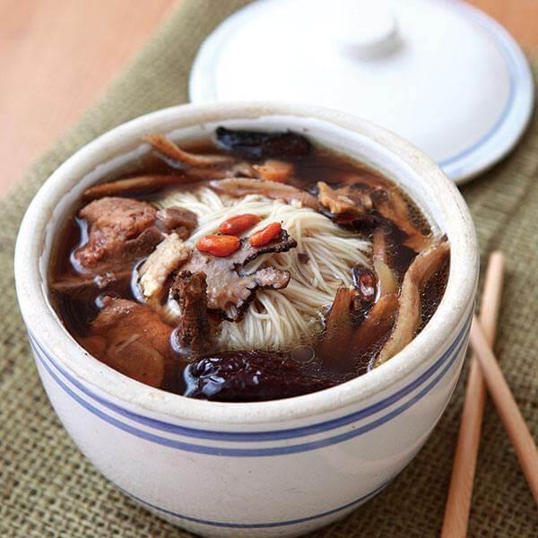 鱿鱼龙骨汤