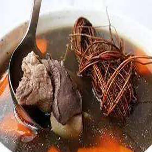 美味的猪横利鸡骨草汤