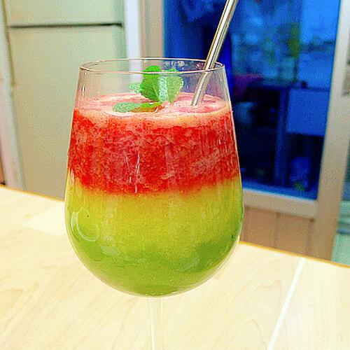 美味彩虹果汁