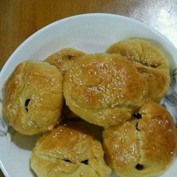 好吃的杏仁葡萄干小面包