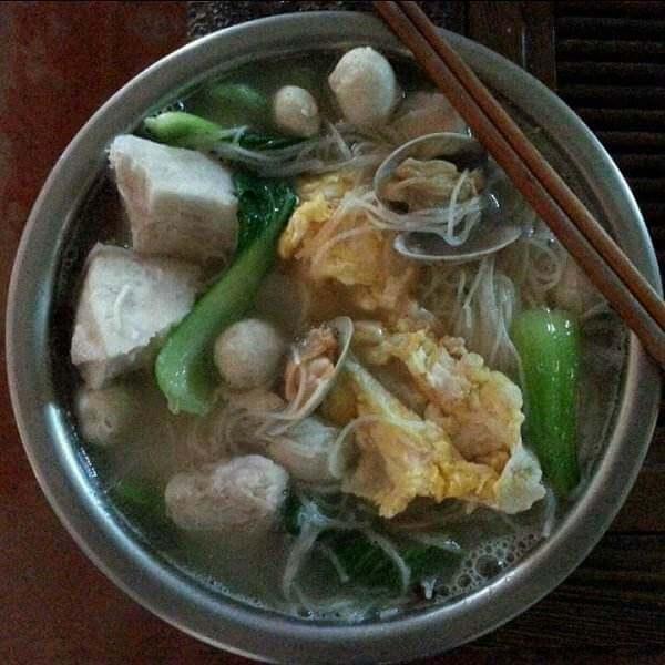 好吃的鱿鱼瘦肉煮米粉汤