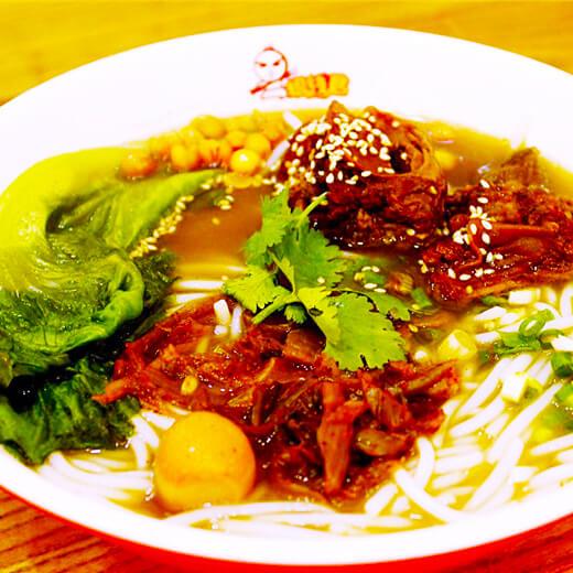 美味的炖牛排汤