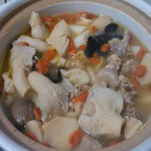 山药蘑菇土鸡汤