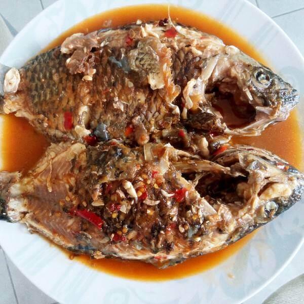 酸菜炖罗非鱼