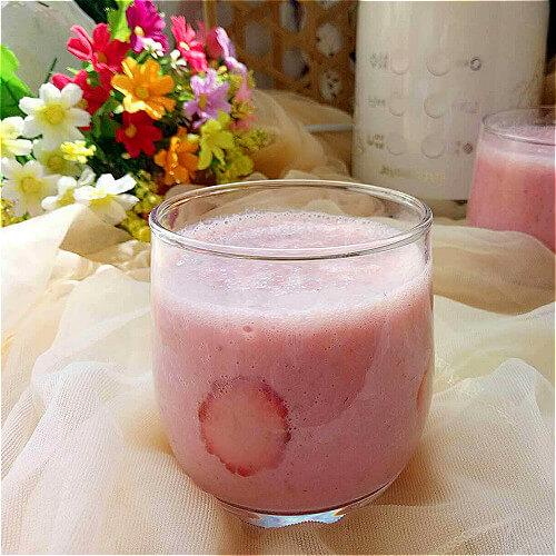 营养健康的番茄牛奶饮